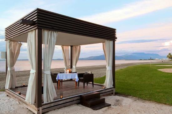 Hilton Hotels' Fiji Beach Resort & Spa
