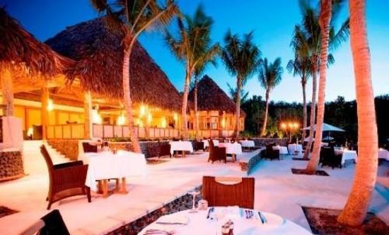 Dining at Likuliku Lagoon Resort in Fiji