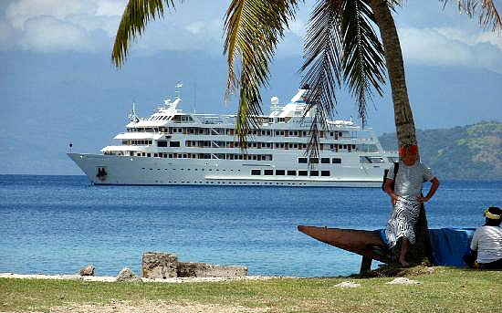 captain cook in the distance - Fiji Cruises