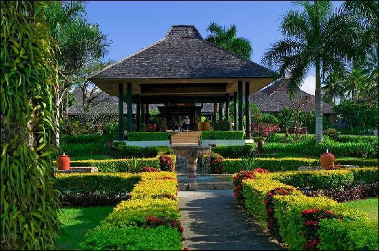 Naviti Resort Fiji entrance