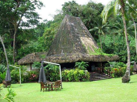 A Fiji bure at Qamea Resort on a fiji honeymoon