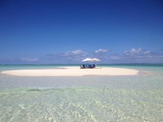Royal Davui Island Resort sand quay picnic